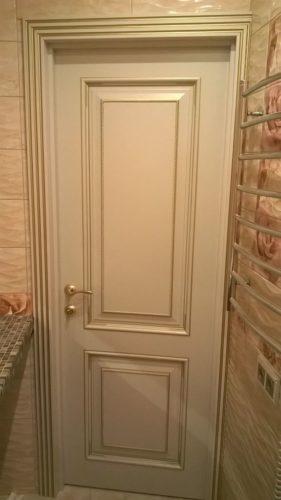 Дверь белая с золотом Лаунж для ванной и санузла