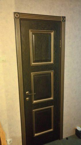 Белорусские двери Триест - цвет зеленый с золотой патиной.