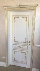 Дверь Вена 2 белая эмаль с патиной золото