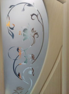 стекло в дверия мария