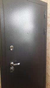 Входная дверь колизей темное серебро