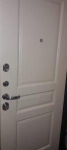 Белая внутренняя панель на входную дверь колизей из 100% массива дуба