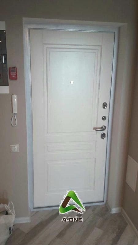 Панель слоновая кость дверь входная белая изнутри Колизей
