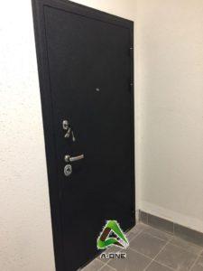 Входная дверь черный крокодил Колизей под панель